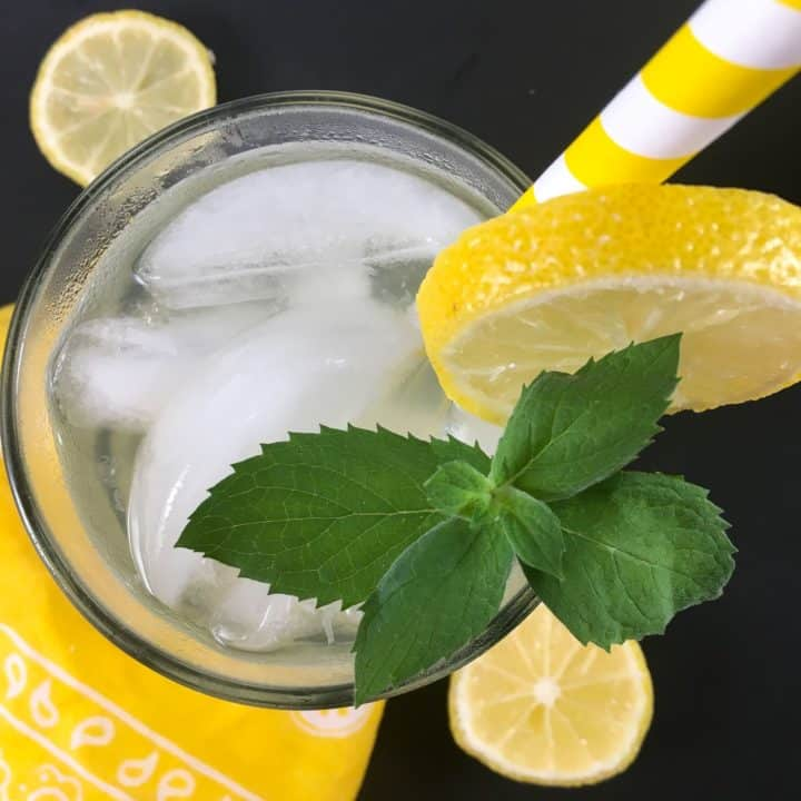 Keto lemonade over ice
