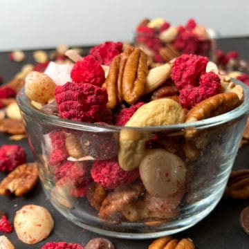 Freeze dried berries with nuts and chocolate