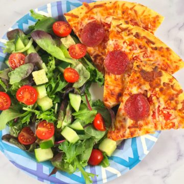 air fryer frozen pizza and salad