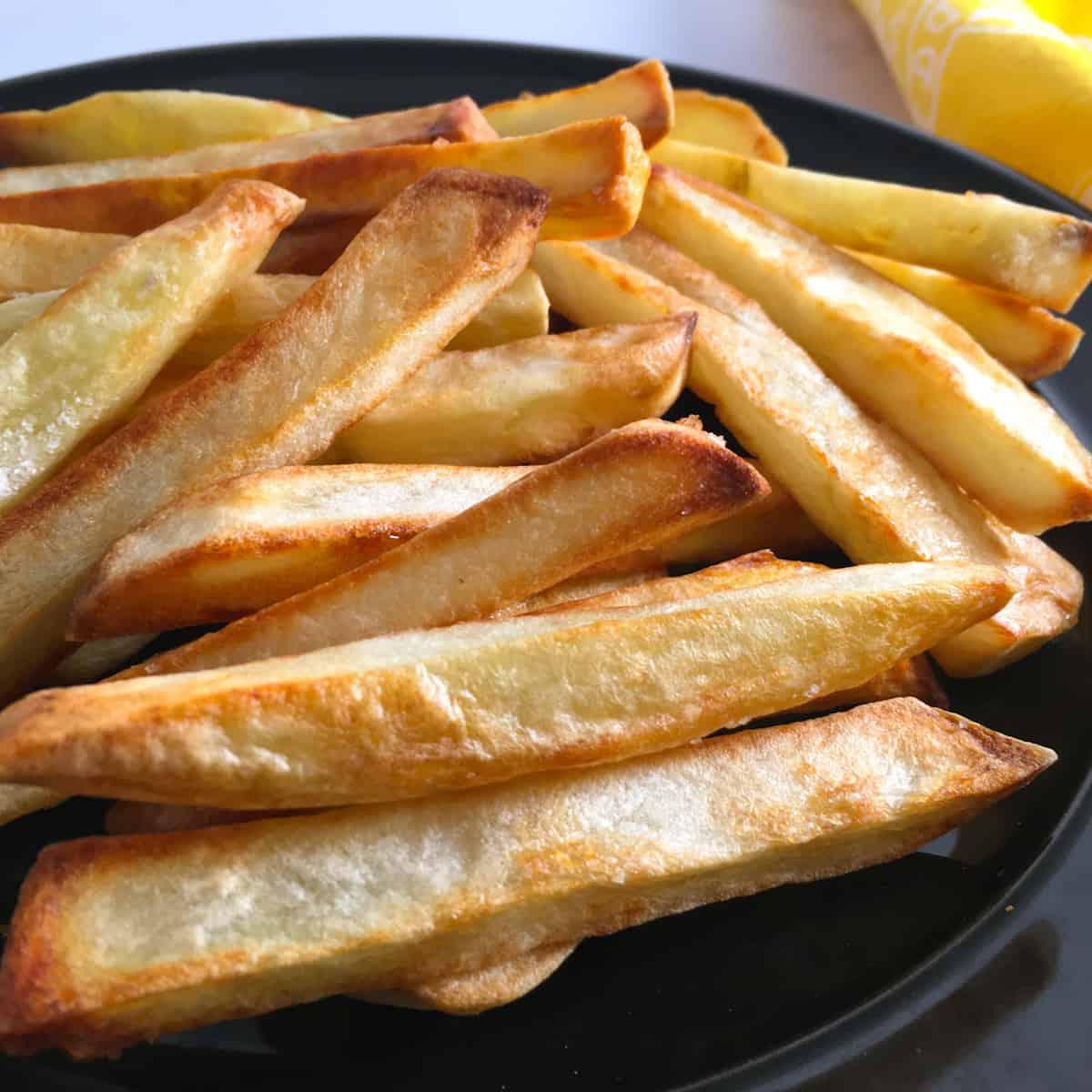 frozen fries cooked in air fryer