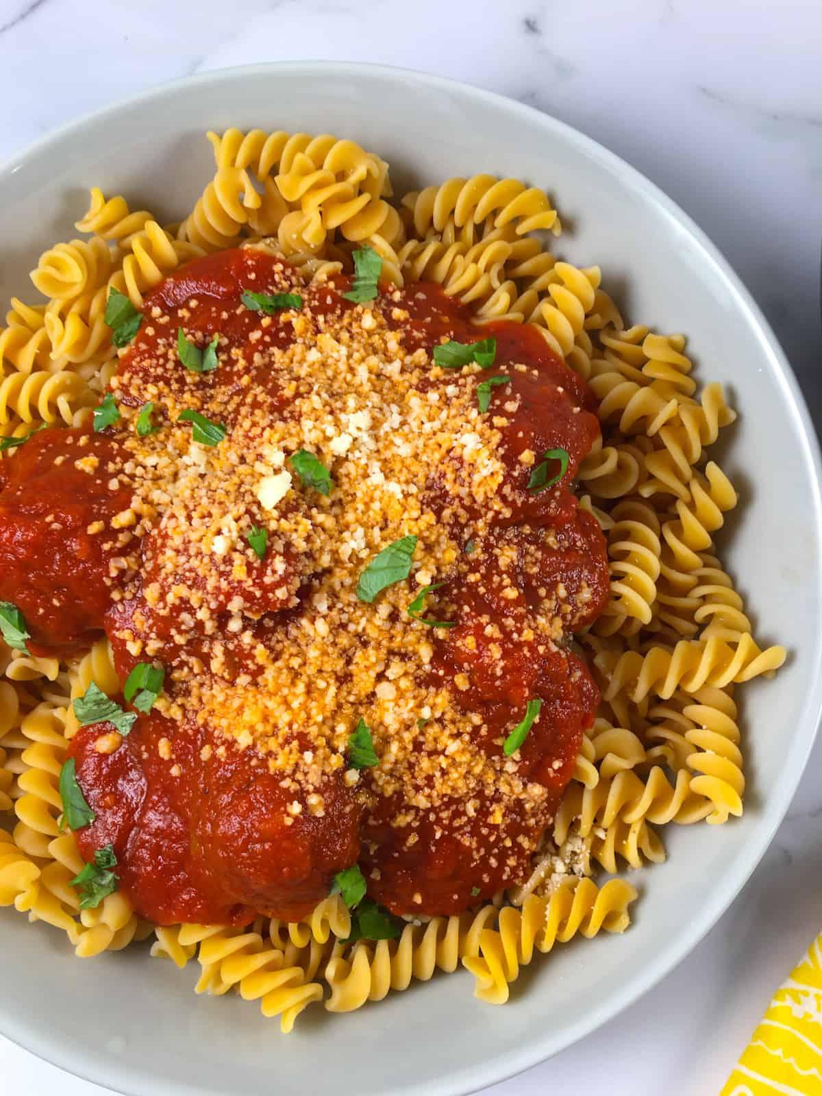 meatballs pasta and spaghetti sauce