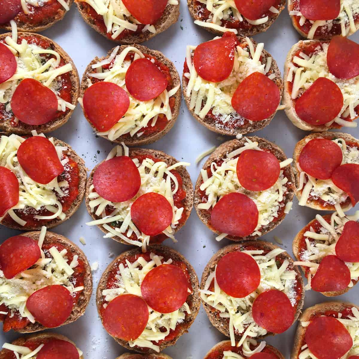 air fryer pepperoni mini pizzas