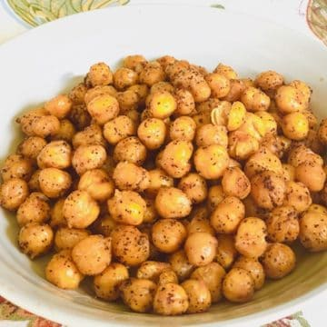 Roasted-Chickpeas-in-a-bowl