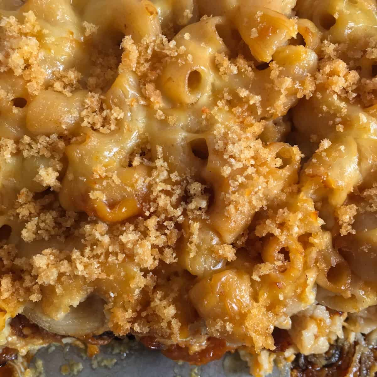 macaroni and cheese with pork rinds